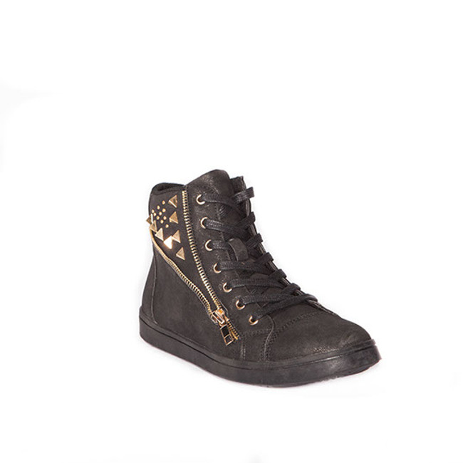 Non-marking sole, side zipper and studs, and a light shimmer dusting make this modern sneaker perfect for hip-hop, practice, or a fashion statement on the street!     Whole Sizes Only. Only available in adult sizes. Adults order same size as street shoe. Half sizes round up.