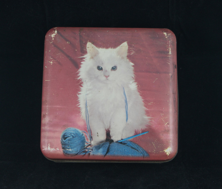 Front photo of 1950's vintage red square Nestlé's white Persian kitten tin