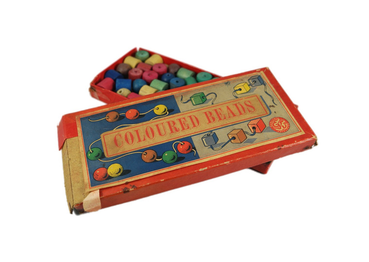 EK QUALITY TOYS lacing threading wooden beads boxed vintage 1950's West-Germany first front view