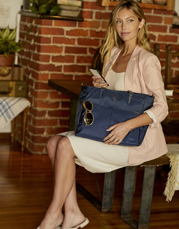 Tote - Quarry Tote Model Mood Blue
