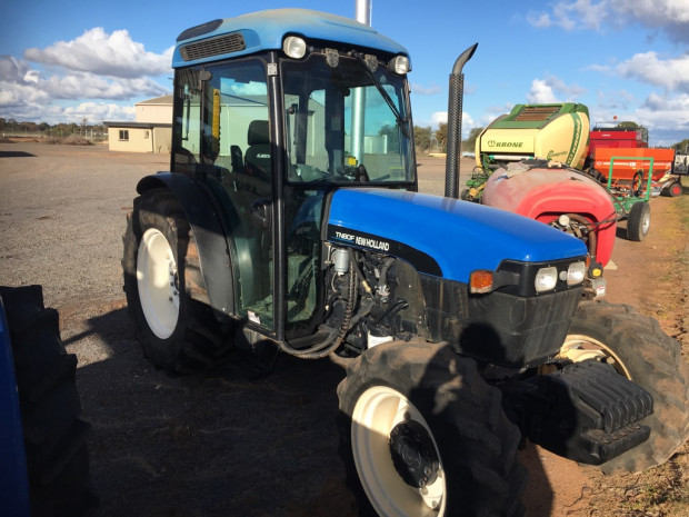 New Holland TN80F FWA/4WD