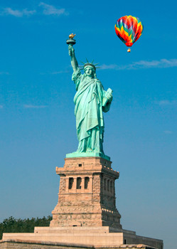 Statue of Liberty & Balloon - Postcard