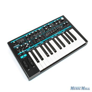 Novation Bass Station II Analog Synthesizer with Bag x5887 (USED)