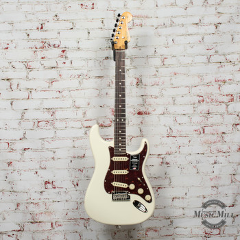 Fender American Professional II Stratocaster®, Rosewood Fingerboard, Olympic White x7414
