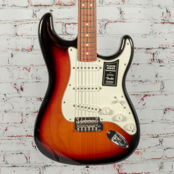 Fender Player Stratocaster® Electric Guitar, Maple Fingerboard, 3-Color Sunburst x5068