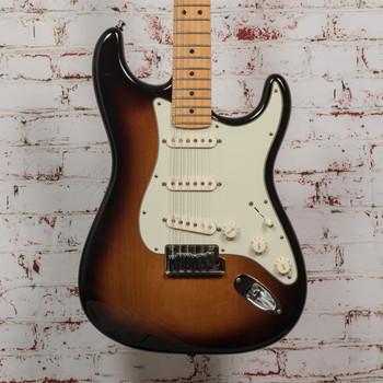 2010 Fender American Deluxe Stratocaster® V Neck, Maple Fingerboard, 2-Color Sunburst x7572 (USED)