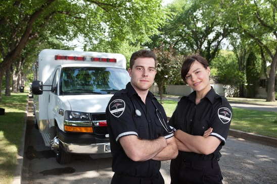 photodune-675851-paramedic-portrait-with-ambulance-xs.jpg