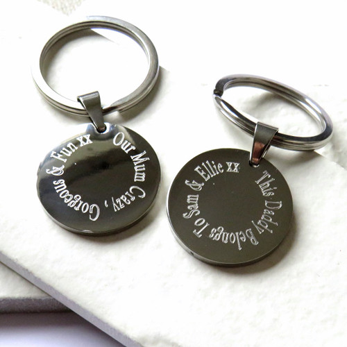 Personalised keyring engraved with your choice of words or special message a unique for a mum or dad on Father or Mothers Day or for your gran or grandpa. Trade Gifts dropshipping UK