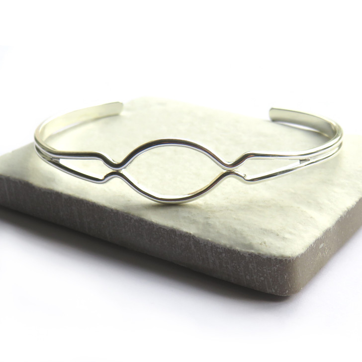 Silver hope bangle is silver plated, this  is a lovely gift for a women or girl for a birthday, Christmas, anniversary or as a thank you gift or for a bridesmaid.