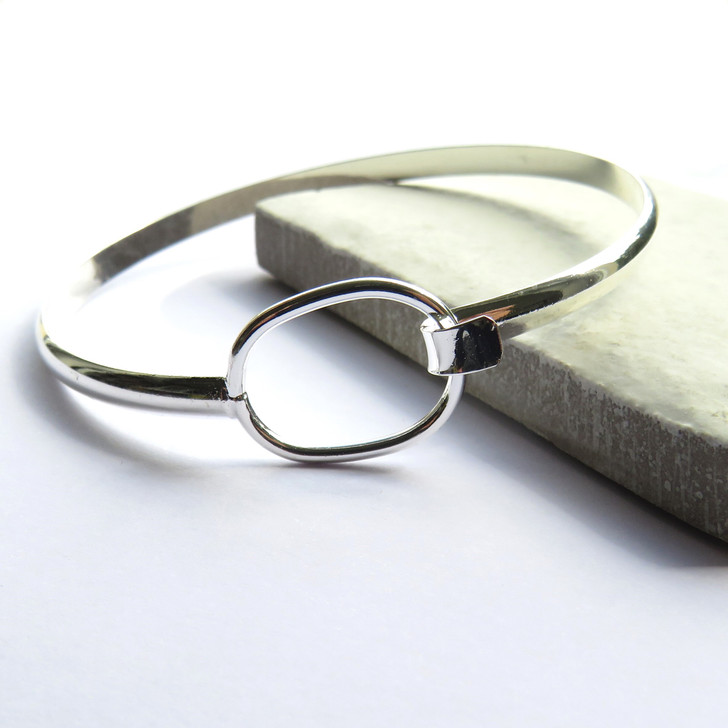 Silver loop bangle design is a lovely gift for a women or a girl for a birthday, thank you gift or for a bridesmaid, it is elegant and stylish with plated with silver & perfect to wear for a special occasion or for a teenage girl.