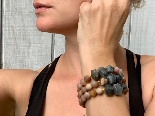Matte Pink Taupe Sunstone and Labradorite Nugget Beaded Gold Bracelet