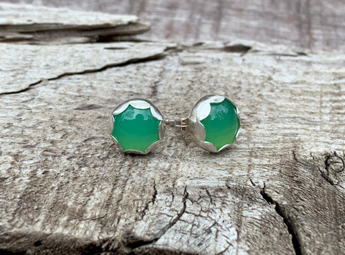 Bright Green Chrysoprase Scallop Setting Sterling Silver Earrings | Stud Earrings