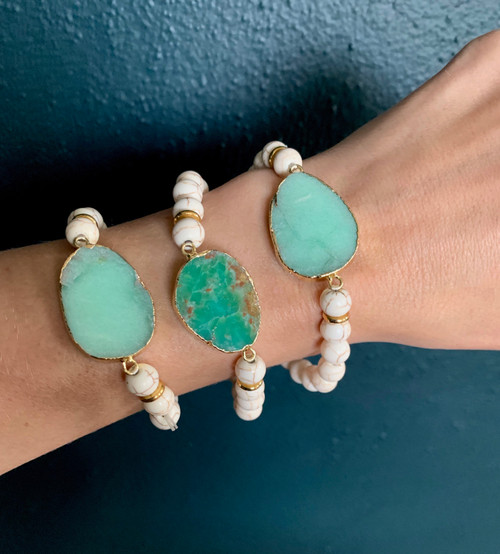 Green Chrysoprase Slice White Howlite Beaded Gold Bracelet