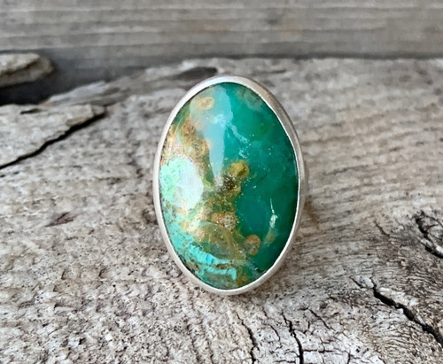 Elegant Blue Green Tan Oval Crystal Chrysocolla Sterling Silver Ring with Hammered Band