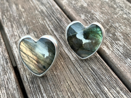 Flashy Heart Shaped Labradorite Sterling Silver Ring with Hammered Ring Band