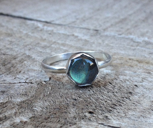 Blue Grey Labradorite in Scallop Bezel Sterling Silver Ring | Flashy Labradorite Ring | Solitaire Ring | Flower Ring | Simple Silver Ring
