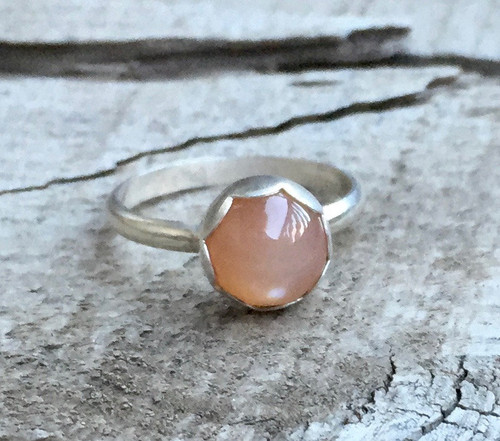 Elegant Peach Moonstone Scallop Setting Solitaire Sterling Silver Ring