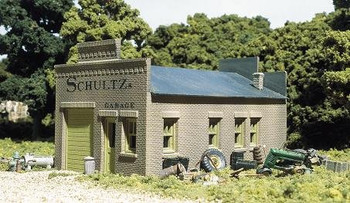 DPM Schultz's Garage HO scale building kit
