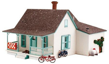 Woodland Scenics Pre-Fab Country Cottage HO scale building kit