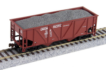 Mantua Classics HO Union Pacific 36' hopper with gravel load