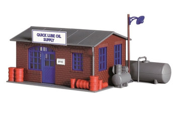 Model Power quick lube oil supply HO scale built up building 788