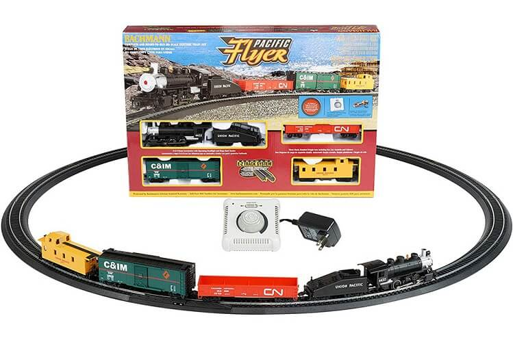 Bachmann Pacific Flyer HO scale train set box, 0-6-0 steam locomotive with tender, freight cars, assembled track & speed controller