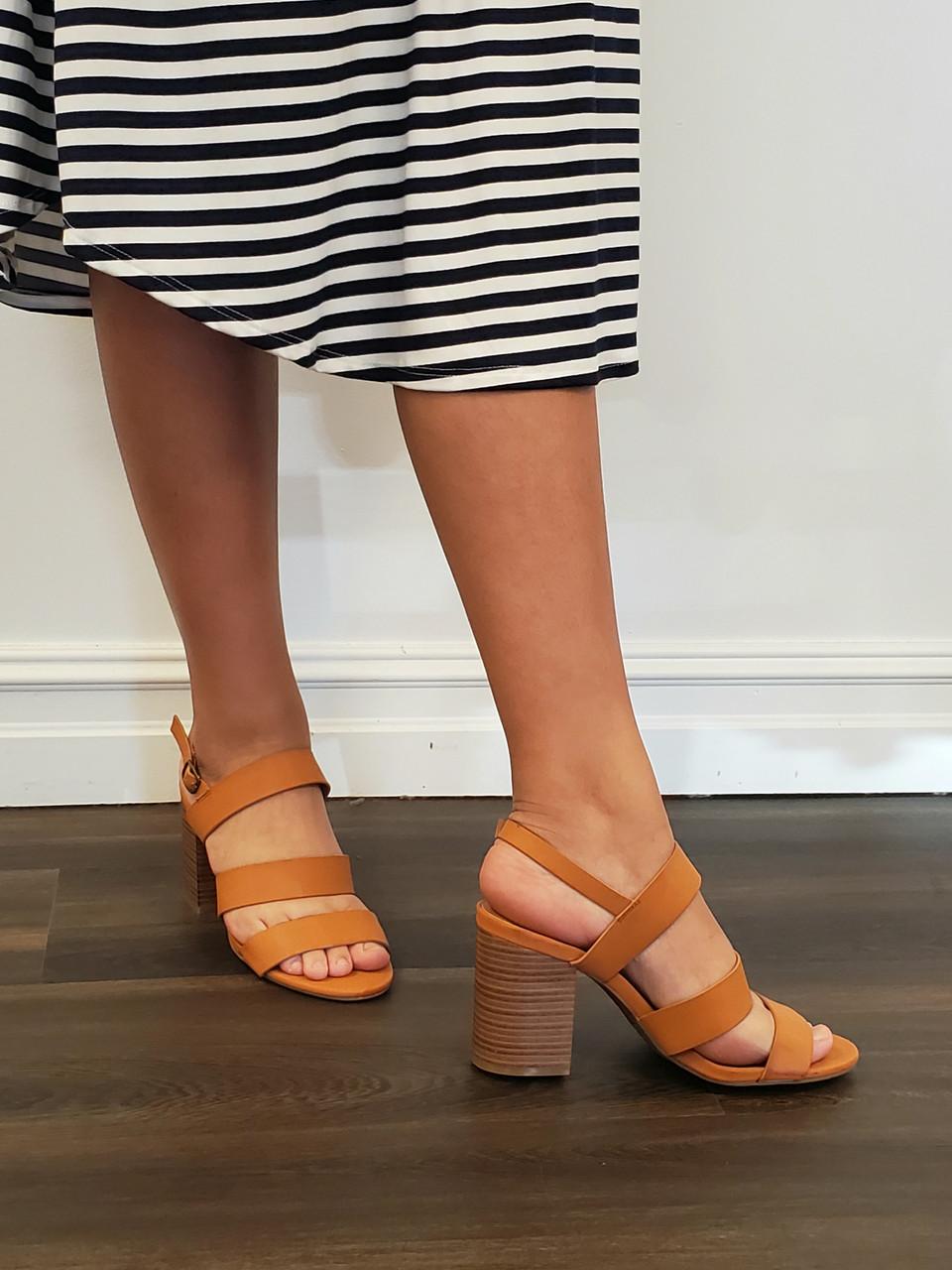 In Tan Walking On Heeled Sandals Sunshine 4LRAj35