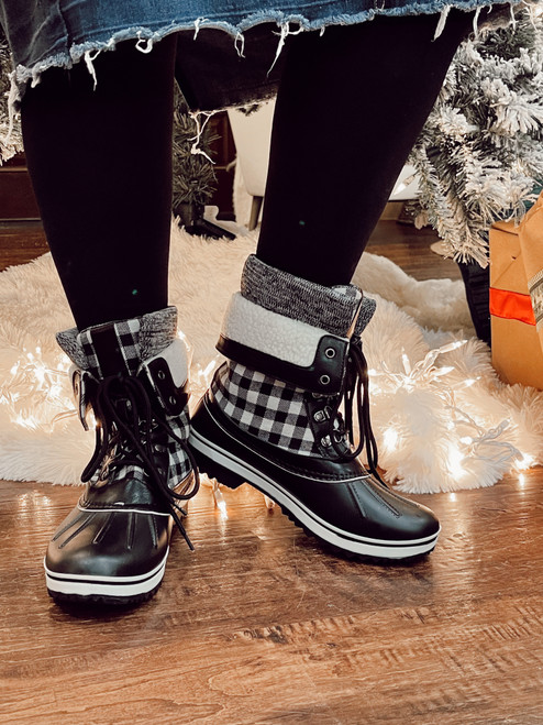 Plaid Duck Boots *Black Check*