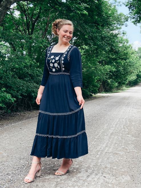 Daisy Embroidered Dress *Navy*