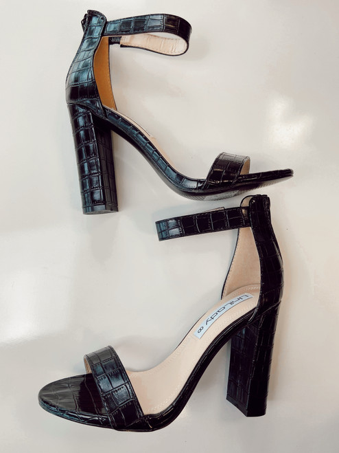 Cobblestone Heels Shoes *Black*
