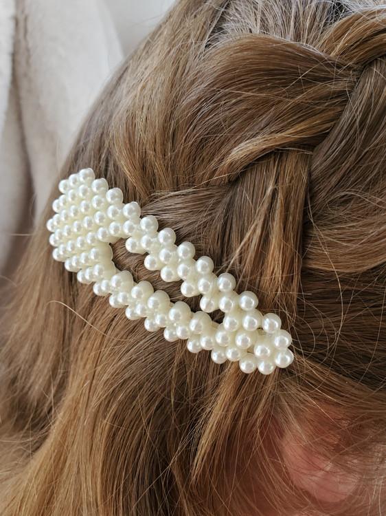 Pearl Triangle Clip