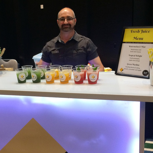 Mobile Juice Bars serve fresh juice and smoothies to your guests in Perth.