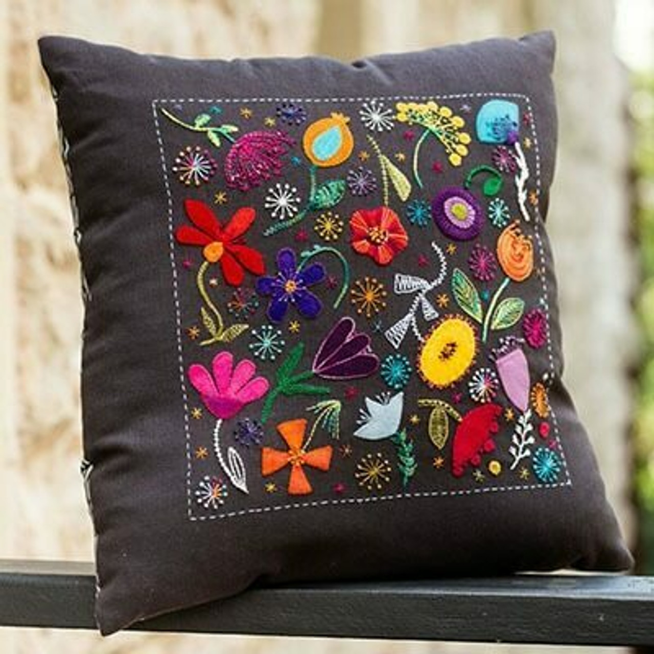 Wendy Williams : Scattered Flowers Cushion Kit