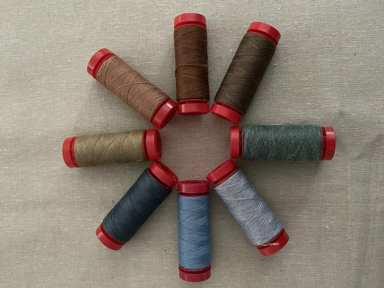 Aurifil Thread Pack : 8 Lana Wool Threads for The Santa, The Tree, The Turkey and Me