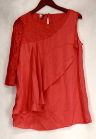 Hot in Hollywood Size M Scoop Neck Lace Detail Draped Layer Satin Pink Top