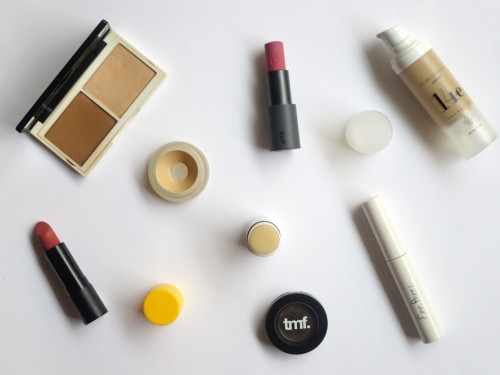 HOW TO OVERHAUL YOUR MAKEUP BAG WITH NATURAL COSMETICS