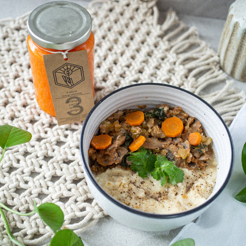 A filling winter favourite, so great on a cold night. Filled with veggies it has mushrooms for B Vitamins and cauliflower mash makes it lower in carbs.