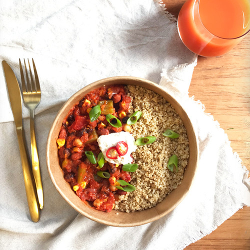 A spicy favourite packed with protein from the beans and quinoa. This tomato based dish is sure to satisfy any cravings you have for spicy food. Served with a cashew sour cream to balance out the heat.