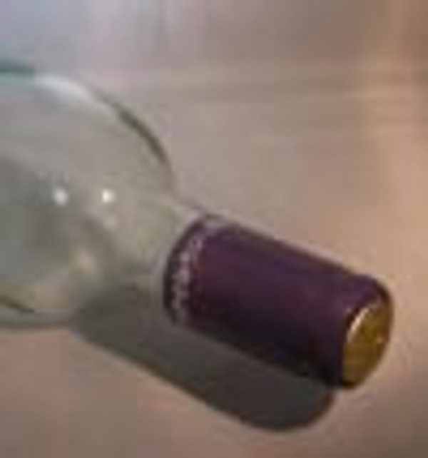 PVC SHRINK CAPSULES WITH TEAR TABS - Heat shrink capsules. Easy to apply by dipping in boiling water, using a heat gun, or a blow dryer. Regular shrink capsules (30mm x 55mm) fit standard cork finished bottles.