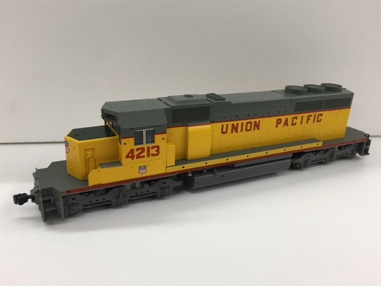 Kato HO Scale Ready to Run EMD SD40-2 Diesel Locomotive, (Knuckle Couplers)  Union Pacific #4213