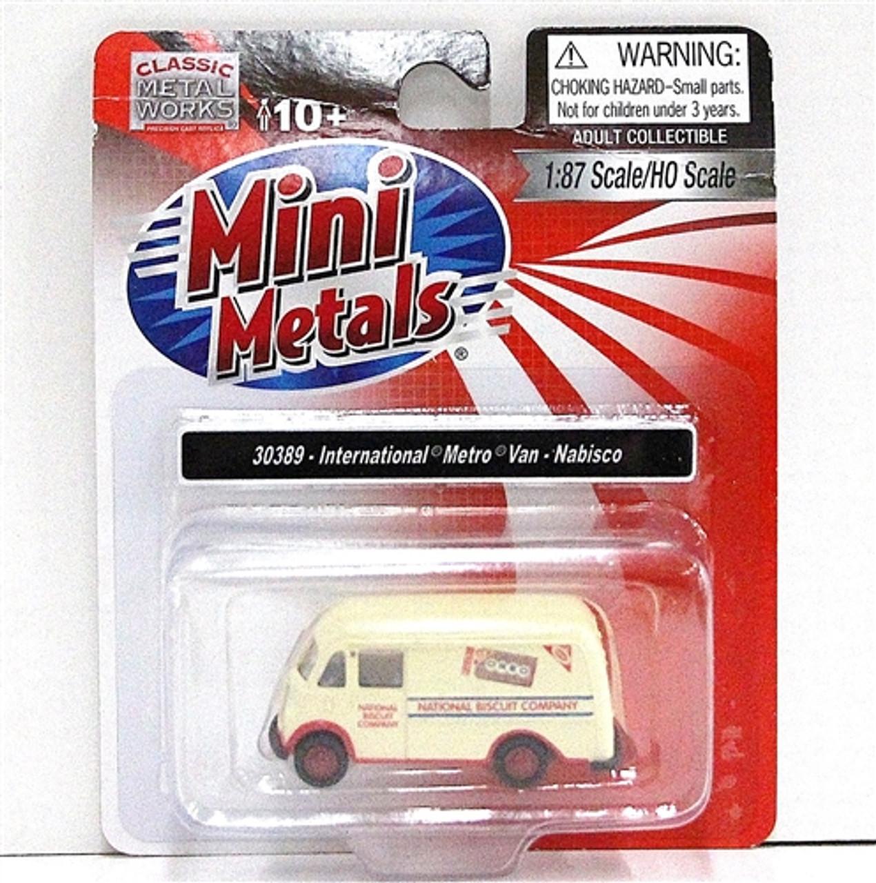 Classic Metal Works HO 30369 International Harvester Metro Van Charles Chips