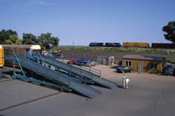 Walthers Cornerstone HO 933-4144 Automobile Transloading Terminal - Kit