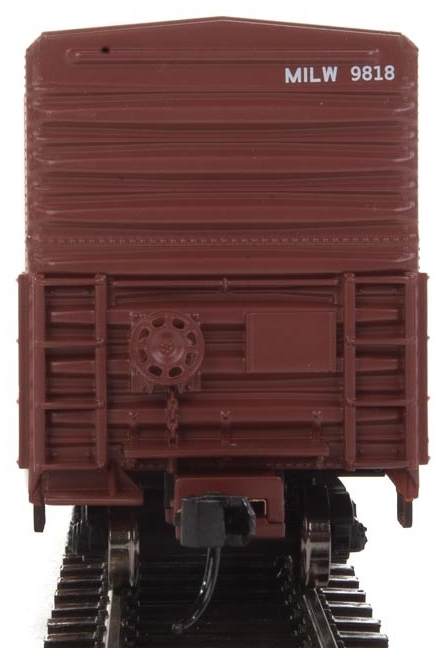 WalthersMainline HO 910-3931 57' Mechanical Reefer Milwaukee Road MILW #9818