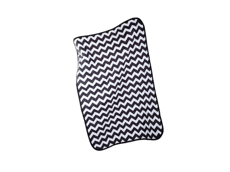Woobie USA Décor - Black & White Chevron Blanket Throw