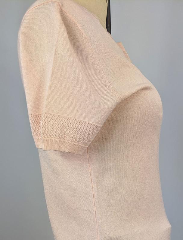 Blush sleeve detail