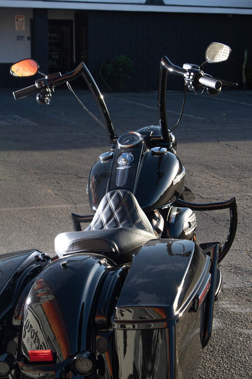 Shield Front Crashbar Black For Baggers
