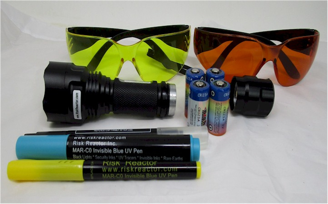 BMAG-365 Super Strong Black Light Hand Held Kit with batteries, UV glasses,  and plastic case
