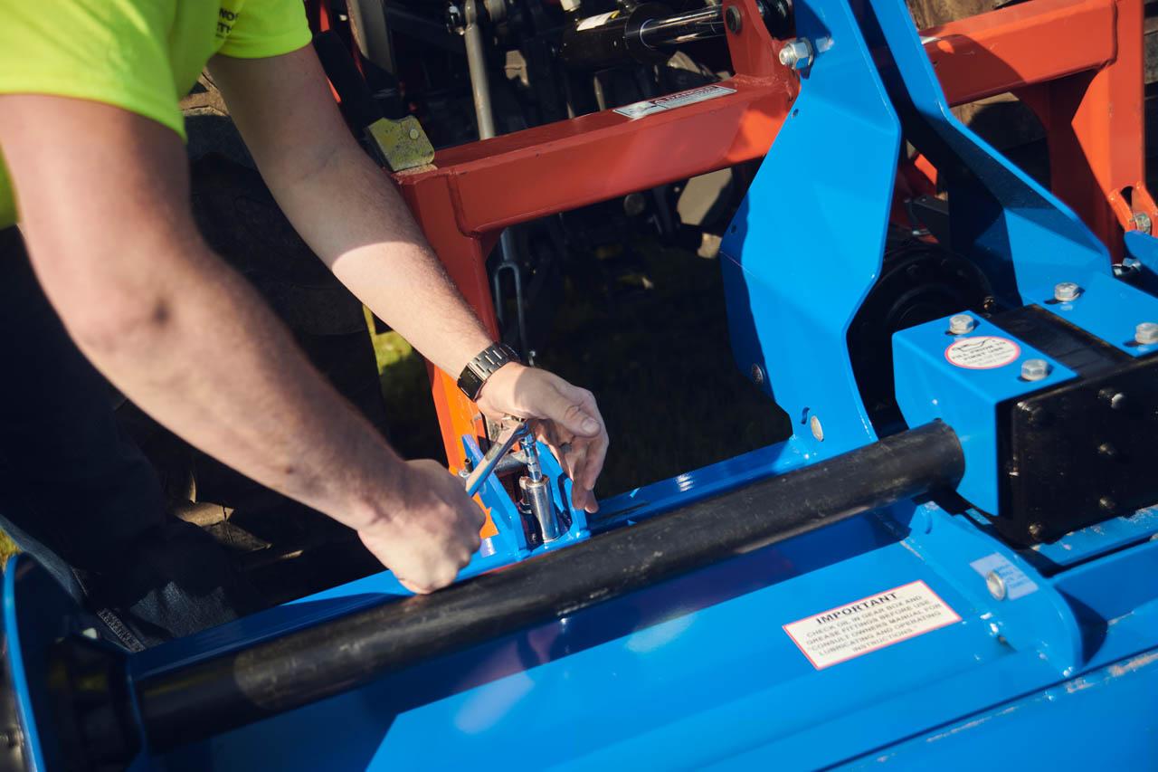 Adjustable clevis hitch for Cat-1 & Cat-2 tractors.