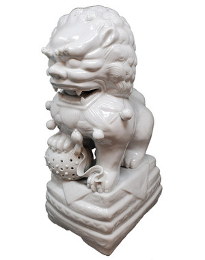 Chinese guardian lion figure in porcelain.