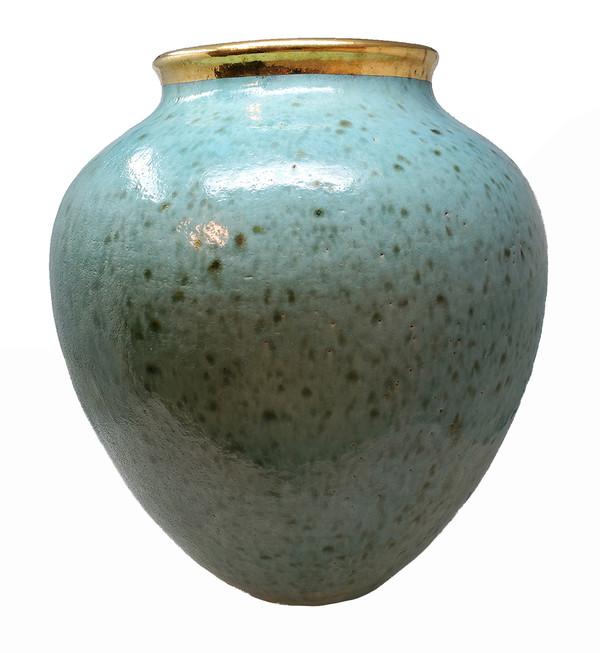 Steven Klinsky monumental ceramic vase in turquoise with gold rim.